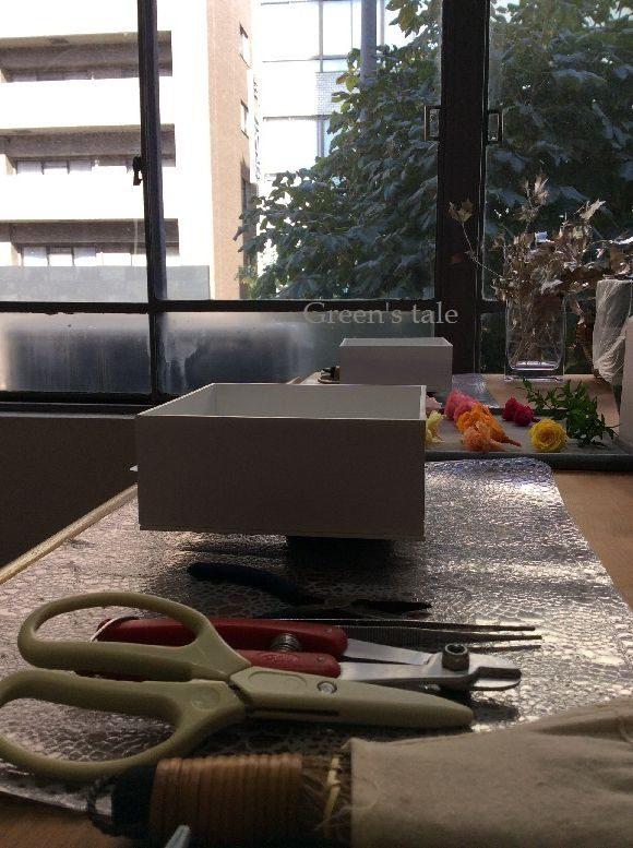 結婚式でご両親に贈呈されるお花を二人で手作り